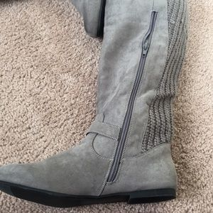 Gray boots. Size 8. Never worn.